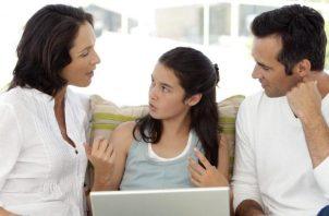 Piense en la educación sexual de su hijo adolescente como una conversación continua. Pixabay
