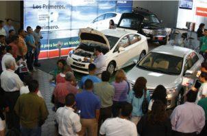 Las ventas de los automóviles regulares (tipo sedán, coupe y camionetas) cayeron 5.6%. Foto/Archivo