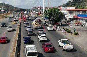 Hasta las 12: 00 mediodía del este domingo de Carnaval unos 108 mil 870 vehículos se han desplazado hacia el interior del país.