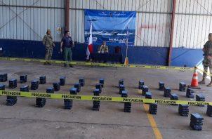 Tanto la sustancia ilícita decomisada, como la lancha y los aprehendidos fueron puestos a órdenes de la fiscalía de los delitos relacionadas con droga de la provincia de Veraguas. Foto/Melquiades Vásquez