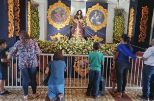 Con fe y mucha devoción piden favores al Jesús Nazareno de Atalaya. FOTO/MELQUIADES VÁSQUEZ