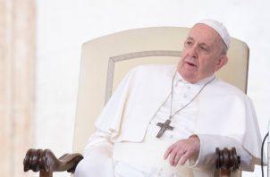 Durante las actividades del Miércoles de Ceniza el papa saludo y besó a los feligreses. FOTO/AP