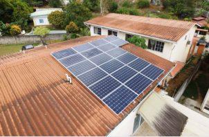 Staff dijo que se puede crear algún incentivo fiscal para que más panameños utilicen paneles solares. Foto/Archivo