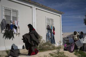 Chipre tiene la mayor cantidad de solicitantes de asilo per cápita en Europa. Migrantes en Kokkinotrimithia. Foto / Laura Boushnak para The New York Times.