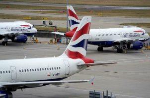 La aerolínea irlandesa de vuelos de bajo coste Ryanair informó que reducirá hasta un 25% la frecuencia de vuelos en varias rutas.