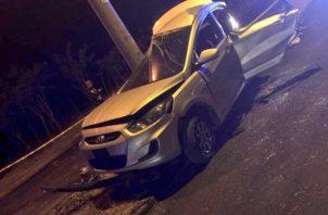 Producto del accidente resultaron heridos el conductor del vehículo de 27 años y dos menores de 9 y 4 años quienes permanecen en el cuarto de urgencias del hospital José Domingo de Obaldia.