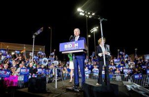 El gran triunfo de Joe Biden en Carolina del Sur el sábado revivió su alicaída campaña y en 72 horas sacó a tres de sus rivales de la contienda y convenció a votantes en distintos estados. FOTO/EFE