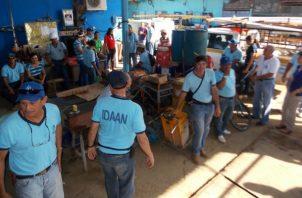 Los trabajadores del Idaan exigen que se les pague las cuatro quincenas adeudadas.