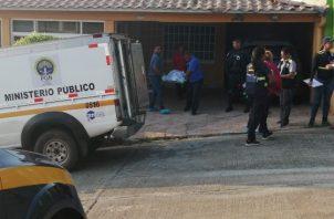 Los familiares encontraron el cuerpo y llamaron a las autoridades. FOTO/ERIC MONTENEGRO