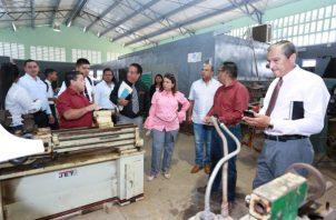 La ministra de Educación, Maruja Gorday de Villalobos, se reunió con los docentes del Instituto Profesional y Técnico Fernando de Lesseps. FOTO/ERIC MONTENEGRO