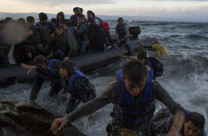 Atenas quiere una barrera de 3 kms. frente a la costa entre Grecia y Turquía. Foto / Tyler Hicks/The New York Times.