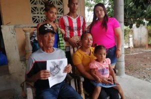 La familia de Carlos Caicedo, indicó que es muy escasa la información que reciben de parte del Senan, sobre las tareas de búsqueda. FOTO/ERIC MONTENEGRO
