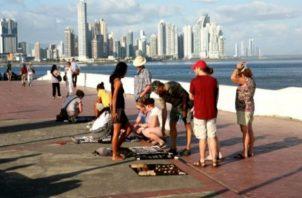 Voces del sector turismo atribuyen la caída tanto de visitantes como del aporte a la falta de publicidad internacional.