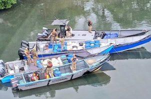 Las personas a bordo de las embarcaciones, lograron fugarse al notar la presencia de las unidades del Senan.