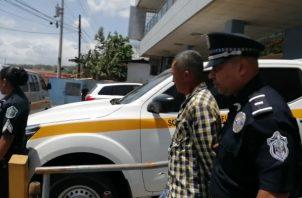 Jonny Abdiel Martínez, de 48 años, fue trasladado al centro penal de la Mega Joya, en donde deberá esperar los seis meses de la investigación. FOTO/ERIC MONTENEGRO
