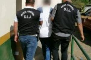 Una vez dictada la medida cautelar, se ordenó a la Policía Nacional el traslado del anciano al centro Penal en el corregimiento de Chiriquí. FOTO/MAYRA MADRID