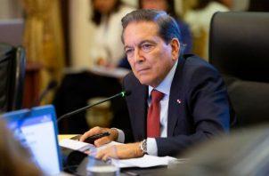 El presidente menciona que, el día de ayer hizo una convocatoria para activar los cuatros equipos de situación para atender cualquier crisis que afecte a Panamá.
