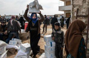 Con gran parte de la provincia de Idlib bajo fuego, grupos de ayuda batallan para llevar suministros a desplazados. Foto / Burak Kara/Getty Images.