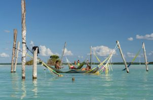 Abundan atracciones naturales en Bacalar en la Península de Yucatán. Algunos dicen que atraen a demasiada gente. Foto / Adrian Wilson para The New York Times.