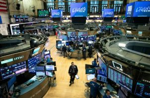 En los primeros minutos de negociación en la Bolsa de Nueva York, el Dow Jones retrocedía unos 2.250 puntos. Foto/EFE