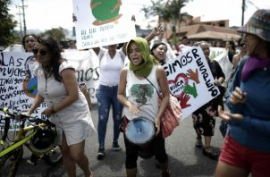 Protestando en San José, Costa Rica, tras el asesinato de Jerhy Rivera, un activista indígena. Foto / Jeffrey Arguedas/EPA, vía Shutterstock.