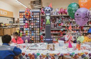 Una compañía de supermercados ha dado a sus robots ojos saltarines. Foto / Jeenah Moon para The New York Times.