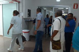 Las autoridades mantiene una estricta vigilancia rn rl área hospitalaria donde varias personas están en cuarentena. FOTO/Melquiades Vázques