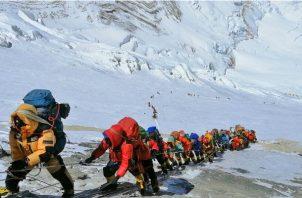 El Monte Everest vio la temporada pasada un embotellamiento mortal. Foto / Rizza Alee/Associated Press.