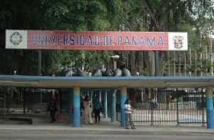 La medida de suspender las labores administrativas fue tomada por el rector de la Universidad de Panamá, Eduardo Flores Castro.