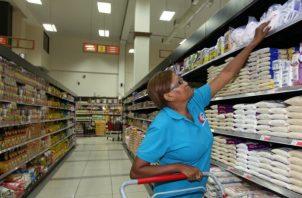 Principales cadenas de supermercados vuelven a ajustar sus horarios. Foto: Archivo.