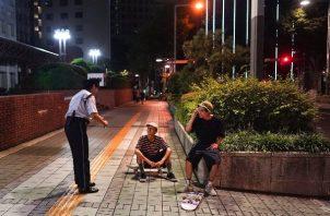 Muchos practicantes del skateboarding dicen haberse acostumbrado a los regaños de la policía. Foto / Chang W. Lee/The New York Times.