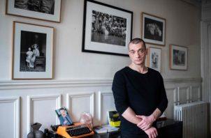 Pyotr A. Pavlensky, un artista de performance de 35 años, tomó asilo en Francia tras incendiar la puerta del edificio que alberga a la Policía secreta de Rusia. Foto / Martin Bureau/Agence France-Presse — Getty Images.