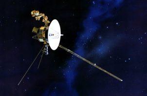 Las instrucciones enviadas al Voyager 2 tardan día y medio en viajar 18 mil millones de kms. Imagen por un artista. Foto / NASA/laboratorio de propulsión a chorro, vía PBS.