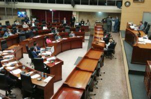 Solo 17 diputados asistieron al llamado a sesión hecho para las 12 medianoche de este viernes 27 de marzo.