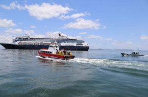 Un total de 1,829 personas estarían dentro del barco de bandera holandesa. Foto: Panamá América.