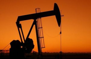El precio del petróleo intermedio de Texas (WTI) cayó este viernes un 4.8%.