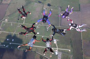 Danielle Williams inició Team Blackstar hace 6 años para reunir a paracaidistas de color. Saltando en Dallas. Foto / Dave Ryder.