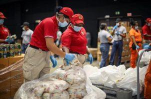 La bolsa de comida del Programa Panamá Solidario cuenta con arroz, porotos, frijoles, aceite, sal, azúcar, harina, productos enlatados, carnes de res y cerdo.