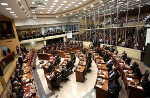 En el tintero quedó la discusión en tercer debate del proyecto de ley que suspende pago de servicios públicos por tres meses. Foto: Panamá América.