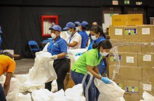 El Gobierno Nacional entregó las primeras bolsas de 'Panamá Solidario' a familias en la Costa Abajo de Colón.