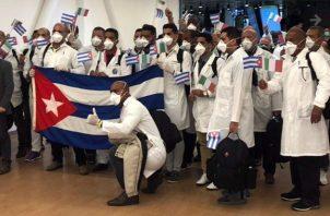 Actualmente hay unos 28.000 médicos cubanos en 59 países. Fotos: EFE.