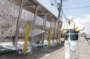 Unidades de seguridad del Estado, así como residentes de algunos sectores participaron de estas acciones de limpieza. El Municipio de Panamá fue una de las instituciones encargadas de la limpieza en las áreas públicas y paradas de los autobuses.