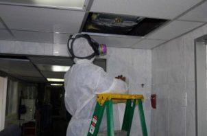 Se comenzó con la limpieza de los ductos de aire acondicionado de la sala de parto del Complejo. Foto Ilustrativa
