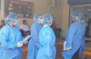 Hasta el momento se han realizado 6,582 pruebas para detectar COVID-19, según la ministra de salud, Rosario Turner.