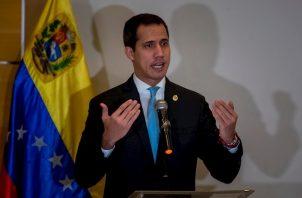 """El fiscal William Saab señaló que Clíver Alcalá """"confesó su participación en los hechos y que el intento para armar a grupos terroristas había sido realizado por instrucciones directas del señor Juan Guaidó."""