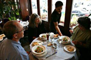 Más de 40 mil  empleados de  restaurantes afectados por las medidas del Coronavirus.