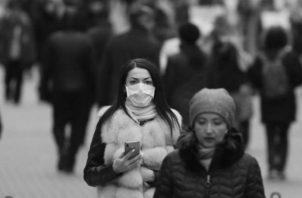 La psicosis provoca que la gente colapse las guardias, bajan las defensas corporales y se enferman más y, además, exageran los síntomas. Foto: EFE.