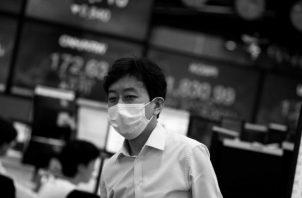 La mayoría de las bolsas de valores ha registrado caídas en los precios de los servicios y bienes de financiamiento. Foto: EFE.