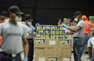 La entrega de bolsas de comida inició el pasado 27 de marzo en Colón. Foto: Cortesía