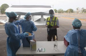 Se han realizado 87 muestras de hisopado nasofaringio a personas que a través del laboratorio móvil en el Centro de Convenciones de Amador.